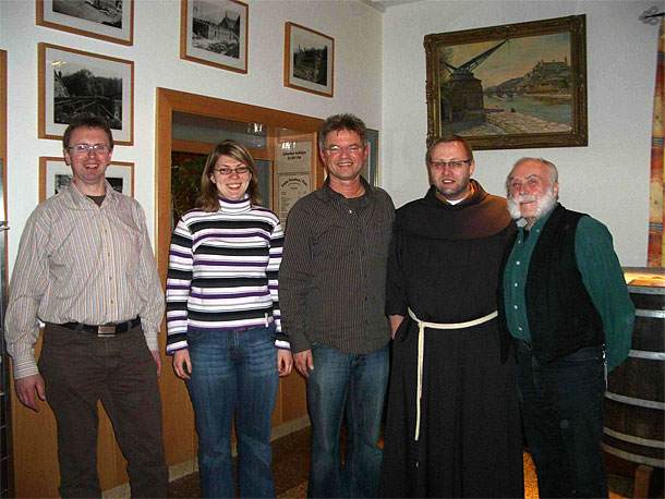 Das neue Dreigestirn der Kreuzbergbruderschaft zum Antrittsbesuch auf dem Kloster